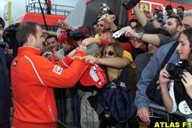 Barrichello signs autographs