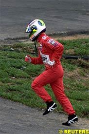 Barrichello runs back to the pits