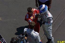 Hakkinen talks to Ralf and Michael Schumacher after the race