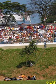 Enrique Bernoldi in action during qualifying